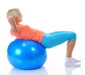 蓝色球的年轻女人 — 图库照片