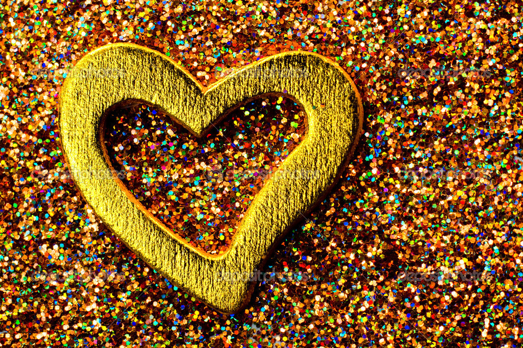 Gold shiny heart against the background of tinsel — Stock Photo #9124666