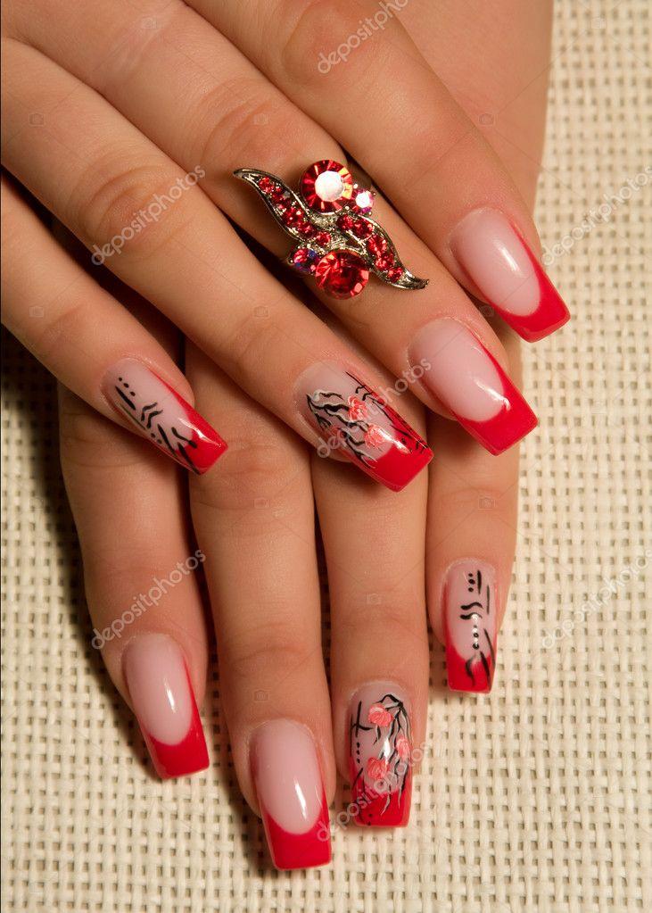 Фото нарощенных ногтей красных