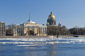 View of St. Isaac's Cathedral and Neva River in the spring — Stock Photo