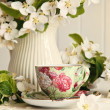 Tea cup with fresh flower blossoms — Stok fotoğraf