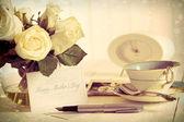 Rosas e cartão de nota para o dia da mãe — Foto Stock