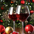 Glasses of red wine in front of Christmas tree — Stock Photo