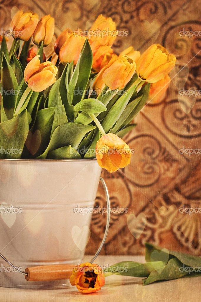 Yellow tulips with vintage grunge background — Stock Photo #9541388