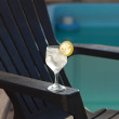 Swimming pool, lounge, a wine glass with ice, lemon and strawber — Stock Photo
