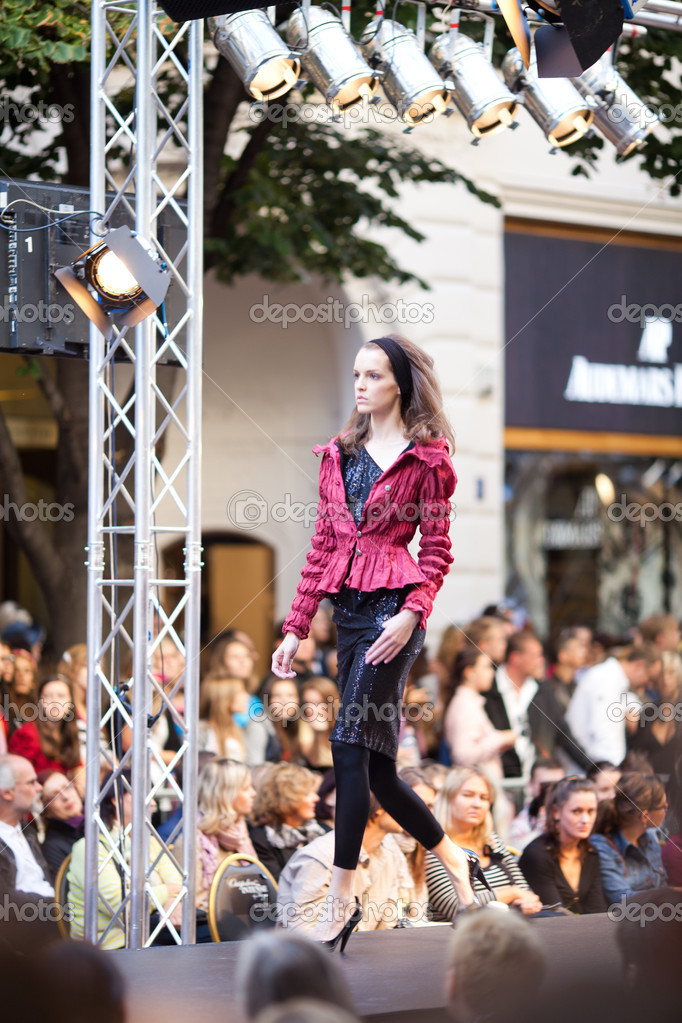 PRAGUE-SEPTEMBER 24  A model walks the runway during the 2011 autumn winter Czech designers collection during the Prague Fashion Weekend on September 24  2011 i — Stock Photo #7988317