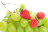 Bunch of white grapes and strawberries isolated on white — Stock Photo