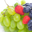 Bunch of white and black grapes and strawberries isolated on whi — Stock Photo