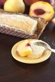 桃、 梨、 李子、 椰子蛋糕和木桌上的勺子 — 图库照片