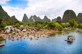 Bamboo rafting in Yangshuo li river — Stock Photo