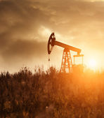 Oil Pump Silhoutte — Stock Photo