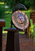 Zegar zegar słoneczny ogród — Zdjęcie stockowe