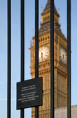 Trespass sign and Big Ben — Stock Photo