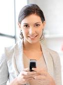 Cep telefonu ile iş kadını — Stok fotoğraf