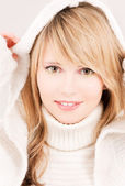 Mooie tiener meisje in hoodie — Stockfoto