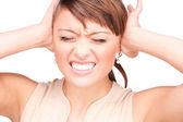 Mujer infeliz con las manos sobre las orejas — Foto de Stock