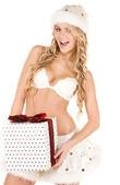 Vrolijke santa helper meisje met doos van de gift — Stockfoto