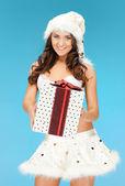 Santa pomocnik dziewczyny w bieliźnie z pudełko — Zdjęcie stockowe