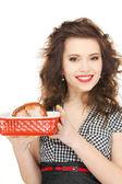Prachtige huisvrouw met vlees — Stockfoto