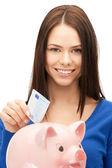 Schöne frau mit geld und sparschwein — Stockfoto