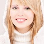 krásné dospívající dívka v hoodie — Stock fotografie