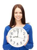 Kadın tutarak büyük saat — Stok fotoğraf