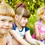 Girls in park — Stock Photo #8643978