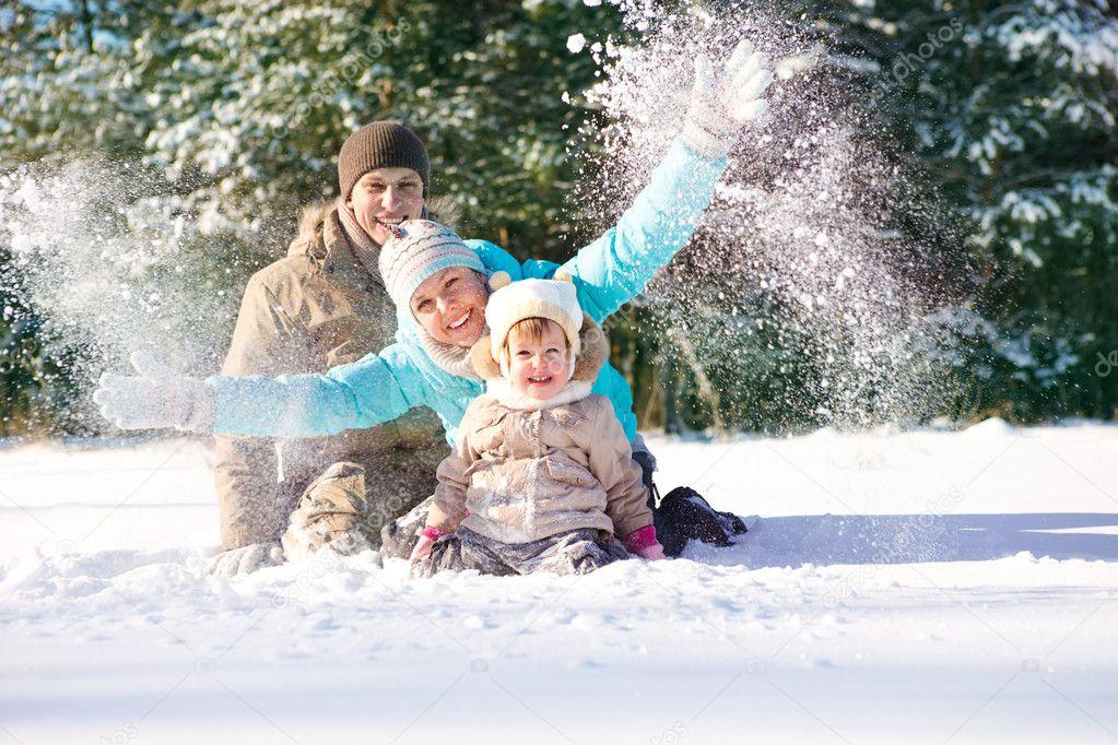http://static8.depositphotos.com/1018113/865/i/950/depositphotos_8658969-Throwing-snow.jpg