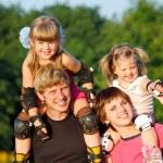 heureux parents avec enfants — Photo