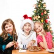 Kids eating  cookies — Photo