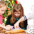 Children cutting Christmas cookies — Stockfoto