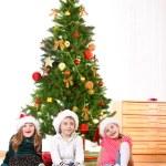 小朋友们在圣诞老人的帽子 — 图库照片