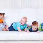 Friends on sofa — Stock Photo #8687945