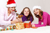 Friends packing presents — Stock Photo