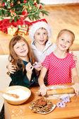 Drie omhelst kinderen — Stockfoto