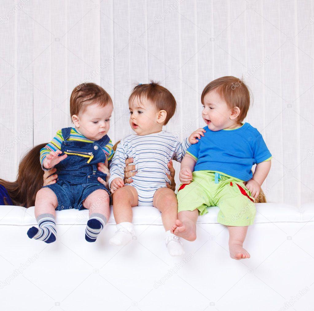 Tres ni os peque os fotos de stock anatols 8687898 - Foto nino pequeno ...