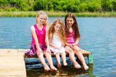 Drie barefoot vrienden — Stockfoto