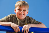 微笑着学校的肖像岁男孩 — 图库照片