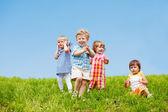 Dört küçük çocuklar — Stockfoto