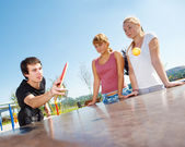Guy playing ping pong — Stock Photo