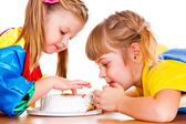 Little girls eating cake — Stock Photo