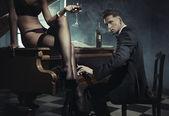 сексуальная женщина с бокалом вина — Стоковое фото