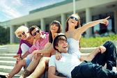 Gruppo di amici allegri — Foto Stock