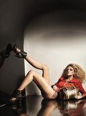 Blondie cute in tacchi alti — Foto Stock