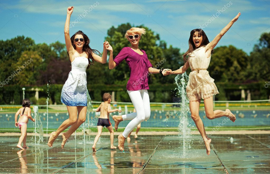 Three women enjoying summer day — Stock Photo #8562423