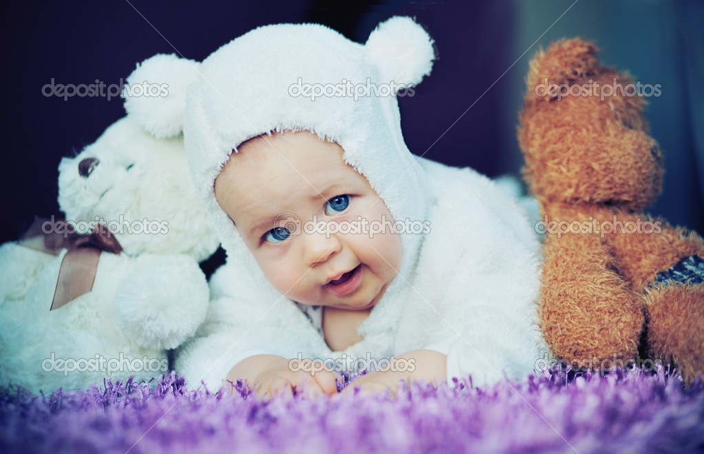 Cute baby with bears — Stock Photo #8562800