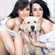 Cute women hugging dog - Foto Stock