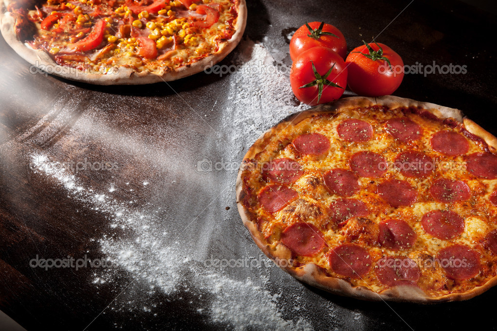 A pepperoni pizza — Stock Photo #9275986