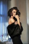 Beauty woman wearing fur — Stock Photo