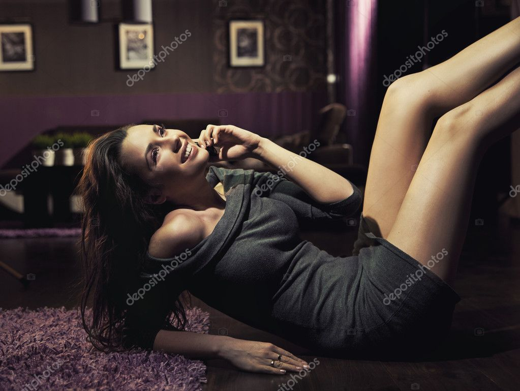 Attractive woman chatting over cellphone — Stock Photo #9899880